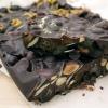 Chocolat noir + Chia Seed Bark recette (pour un teint éclatant!)