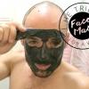 Il a essayé: Adam Luminizes avec le visage le masque de Batman