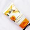 Essence Caressence l'examen d'abricot et de pêche et de polissage exfoliant gommage de la nature