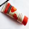 Essence Caressence fraise exfoliant l'examen de lavage de visage de la nature